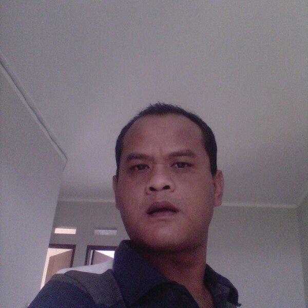 Dedi Seorang Pria Di Baleendah, Kabupaten Bandung, Provinsi Jawa Barat Sedang Mencari Jodoh Pasangan Wanita Baik Gadis Ataupun Janda Untuk Dijadikan Sebagai Calon Istri