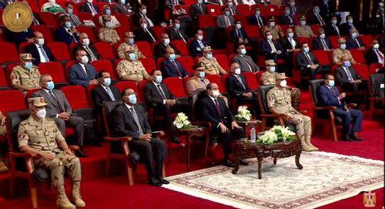 الرئيس السيسى يوجه بتطعيم المعلمين وجميع العاملين بالمدارس بلقاح كورونا