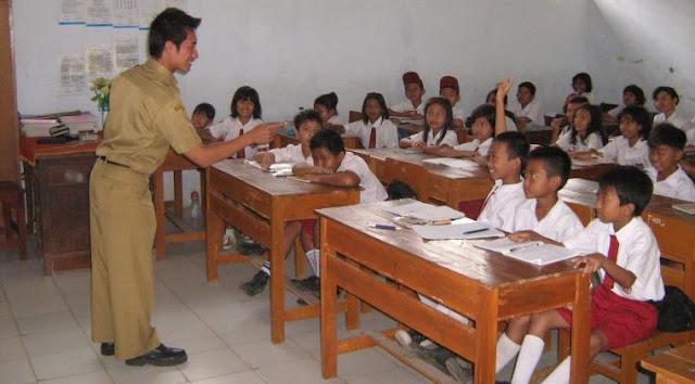 Guru: Pahlawan Tanpa Tanda Jasa (Sebuah Refleksi Atas Peringatan Hari Guru Nasional Tahun 2020)