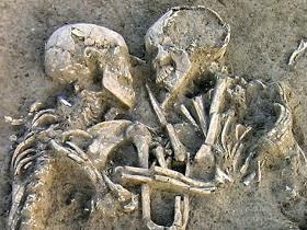Resultado de imagem para mulher esqueleto