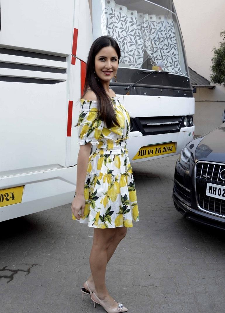 Bollywood Actress Katrina Kaif Hot Legs Thigh Show In Short Yellow Frock
