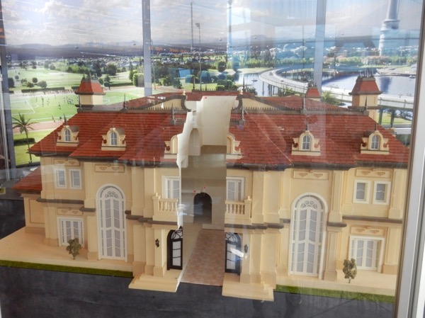 Downsizing miniature mansion model