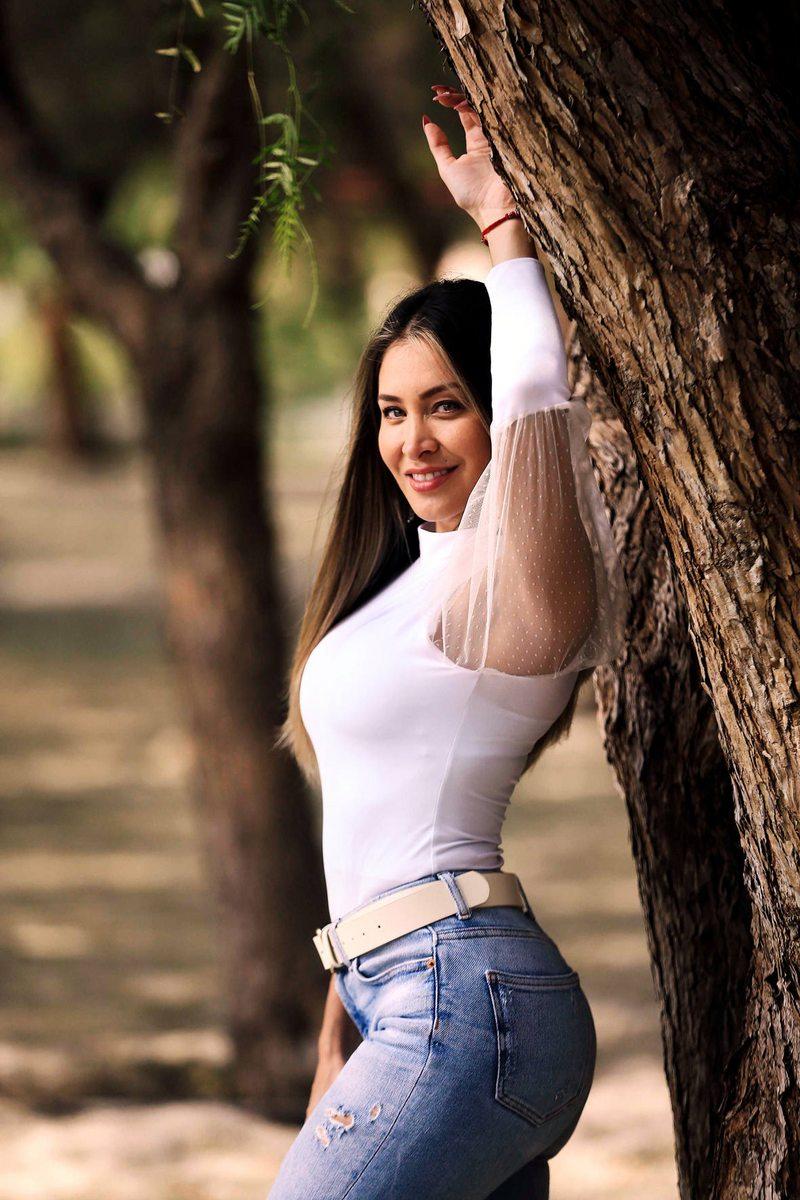 Sabrina Sosa cambió implantes mamarios y corrigió asimetría