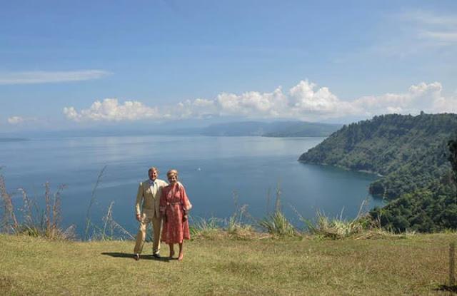 Raja dan Ratu Belanda di Danau Toba