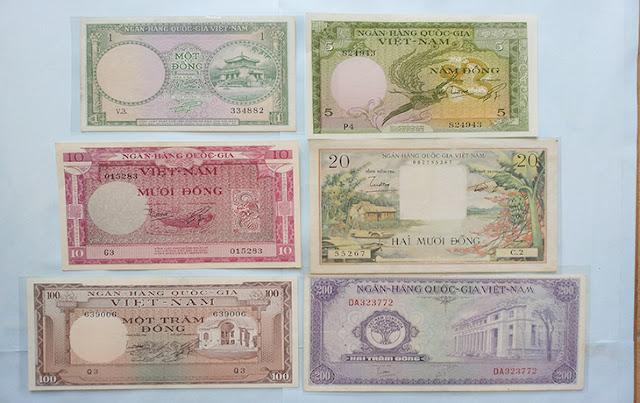Tiền Việt Nam Cộng Hòa phát hành năm 1955. Giấy một đồng thương bị xé làm đôi để làm 50 xu.