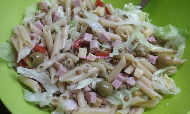 Pasta fredda (3): penne, pomodori, formaggio e mortadella