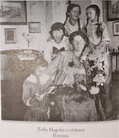 Zofia Skąpska z córkami - Brzezna