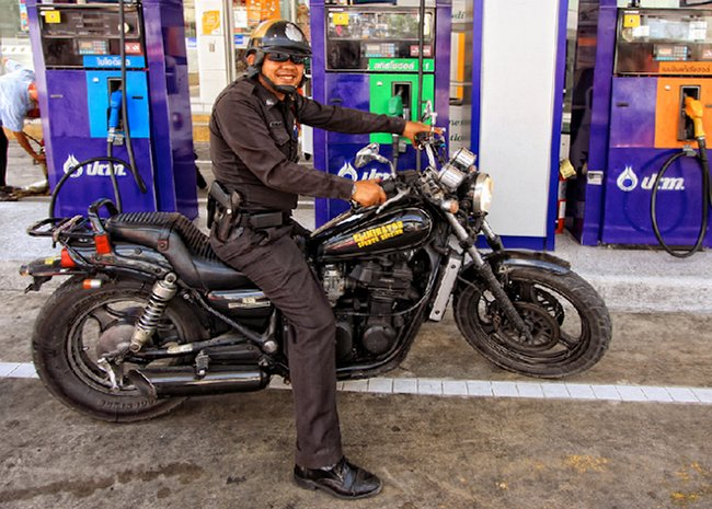 Полицейский на Kawasaki Eliminator