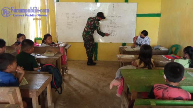 cerdaskan-anak-bangsa-personel-tni-satgas-pamtas-yonif-144-jy-bantu-sd-mini-sebagai-gadik-dan-edukasi-prokes