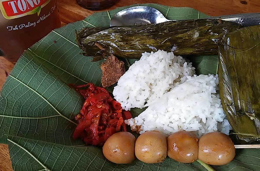 nasi-jamblang-ibu-nur