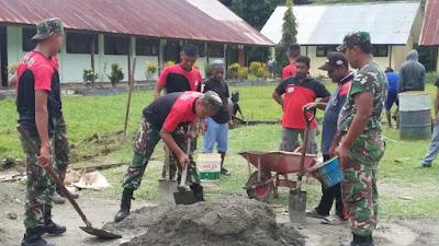 Tumbuhkan Minat Satgas Raider 300 Membantu Pembuatan Lapangan Bola Volly