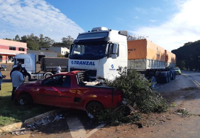 VÍDEO: Momento da colisão da Montana que se atravessou na frente do caminhão em Cantagalo