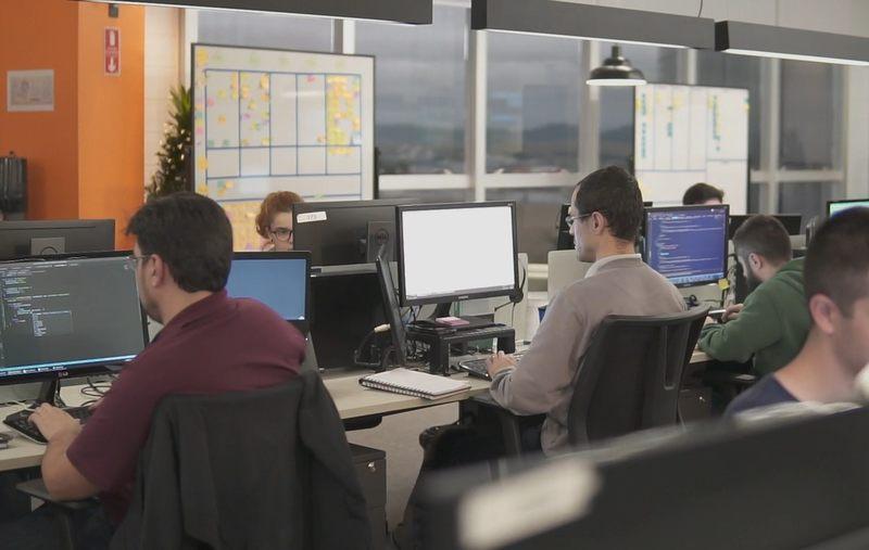 DMCard anuncia novas vagas para desenvolvedores no modelo home office com salários que podem chegar até R$ 18 mil reais.
