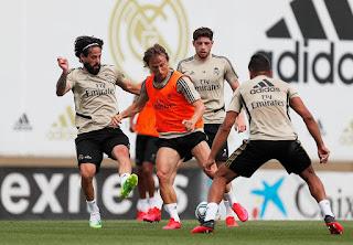 Segundo entrenamiento de la semana con la plantilla al completo en la Ciudad Real Madrid