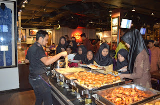 HARD ROCK CAFE KUALA LUMPUR ORGANISES IFTAR WITH ORPHANS AND UNDERPRIVILEGED CHILDREN