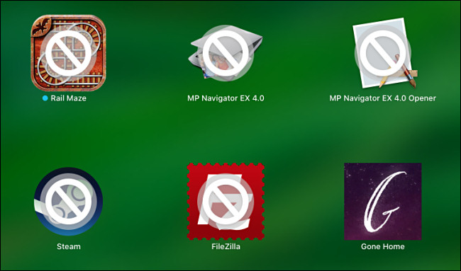 مثال على تطبيقات Mac 32 بت التي تم شطبها في Launchpad على macOS.