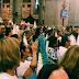 Fieis participam da Missa do Mandato, na Basílica de Nazaré