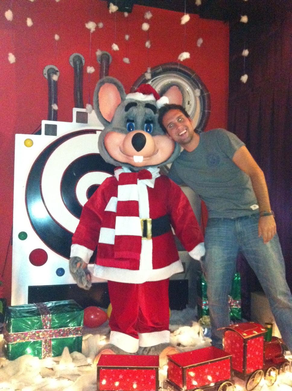 Chuck E Cheese Christmas.Maya Buena Chuck E Cheese Aka Showbiz