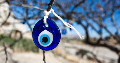 ¿Cómo quitarle el mal de ojo a un niño?