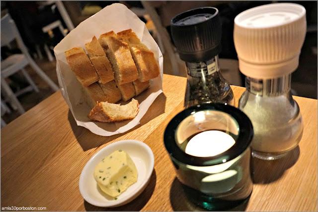 Pan con Mantequilla en The Seafood Bar en Amsterdam