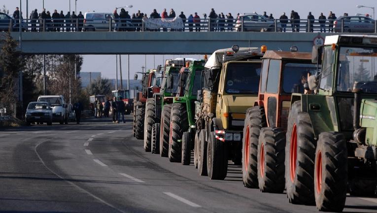 ΑΧΑΪΑ: Στους δρόμους οι αγρότες στο Αίγιο