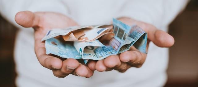 Το 50% των ελληνικών νοικοκυριών ξεμένει από λεφτά πριν το τέλος του μήνα