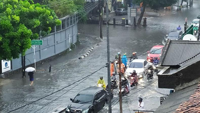Hujan Lebat, Jakarta Kembali Terendam Banjir