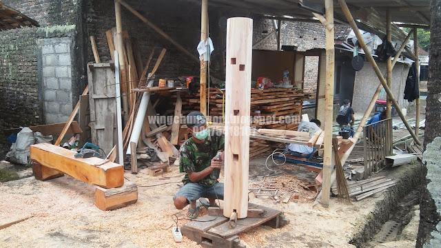 Pembuatan Mok Yan Jong atau Wooden Dummy dengan Bahan Baku Kayu Mahoni