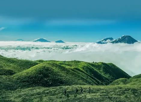Bukit Teletubbies di Gunung Prau, Dieng
