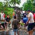Percepat Surut Air Bah, Koramil Kumai Dan Warga Gotong royong Bongkar Jalan