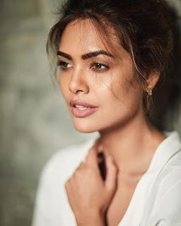 Esha Gupta.1