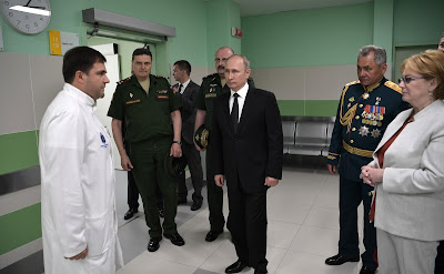 Vladimir Putin during a visit to the Multidisciplinary Clinic of the Kirov Military Medical Academy.