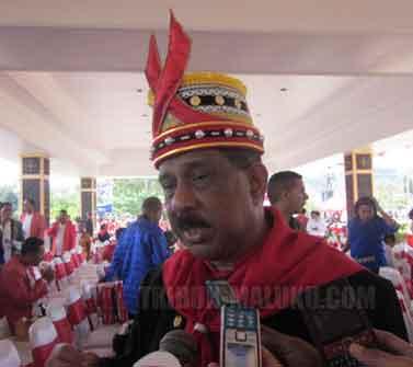 Ambon ,Tribun-Maluku.com ; Wali Kota Ambon,Richard Louhenapessy melantik Kepala Desa Hunuth Durian Patah, Kecamatan Teluk Ambon-Kota Ambon