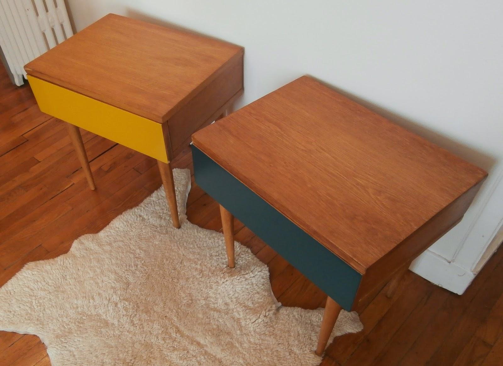 dur e de vie ind termin e tables de chevet jaune et bleu. Black Bedroom Furniture Sets. Home Design Ideas