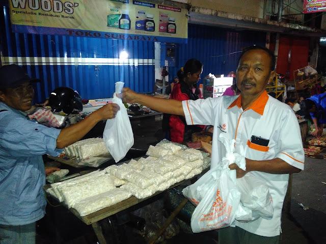 Sahur on the road Lazismu Jember di Pasar Tanjung Kab. Jember bersama Abdullah KL Lazismu Paleran-Umbulsari