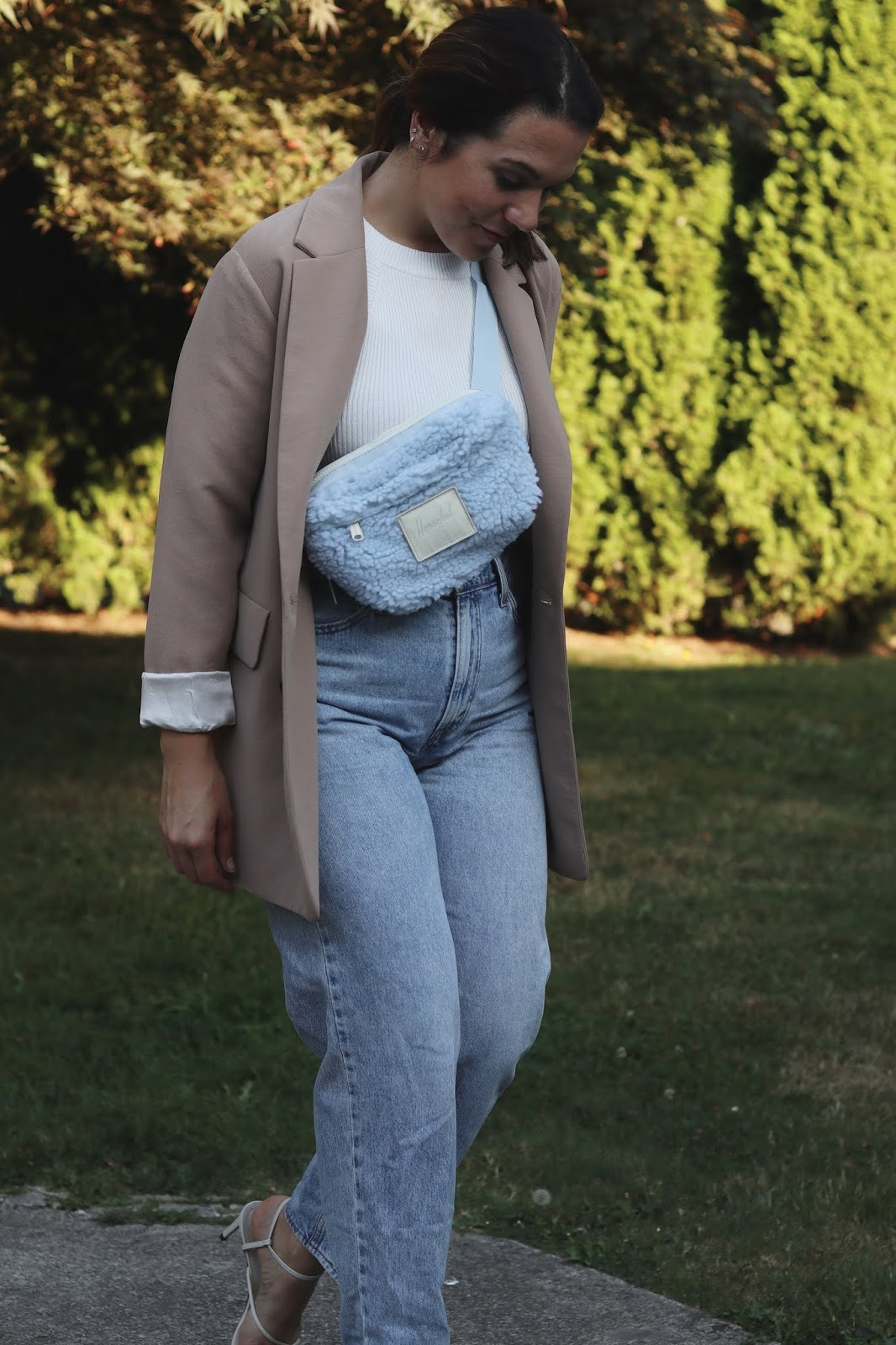 herschel x nordstrom fanny pack outfit vancouver blogger levi's dad jeans