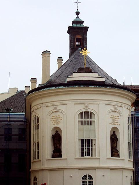 capela de santa cruz - praga - a bella e o mundo - travel blogger