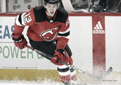 HOCKEY HIELO - Nico Hischier se garantiza los próximos 7 años con los New Jersey Devils