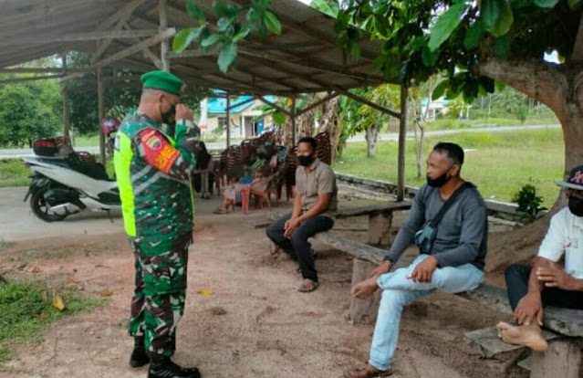 Babinsa Desa Tanjung Ajak Warga Kerjasama Terapkan Prokes Cegah Penyebaran Covid-19