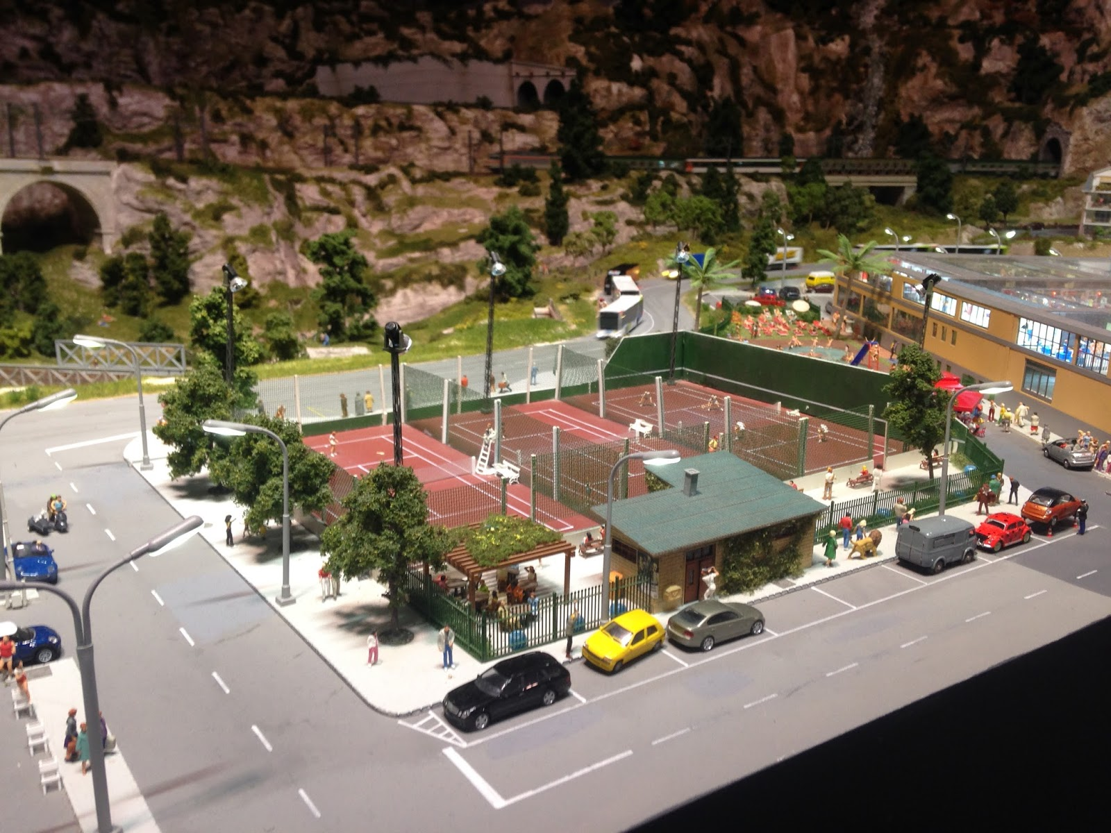 Mini World Lyon, le court de Tennis