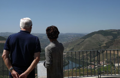 Turistas apreciando a paisagem do Vale do Douro