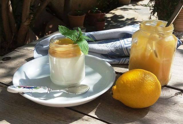 Panna cotta with homemade lemon cheese