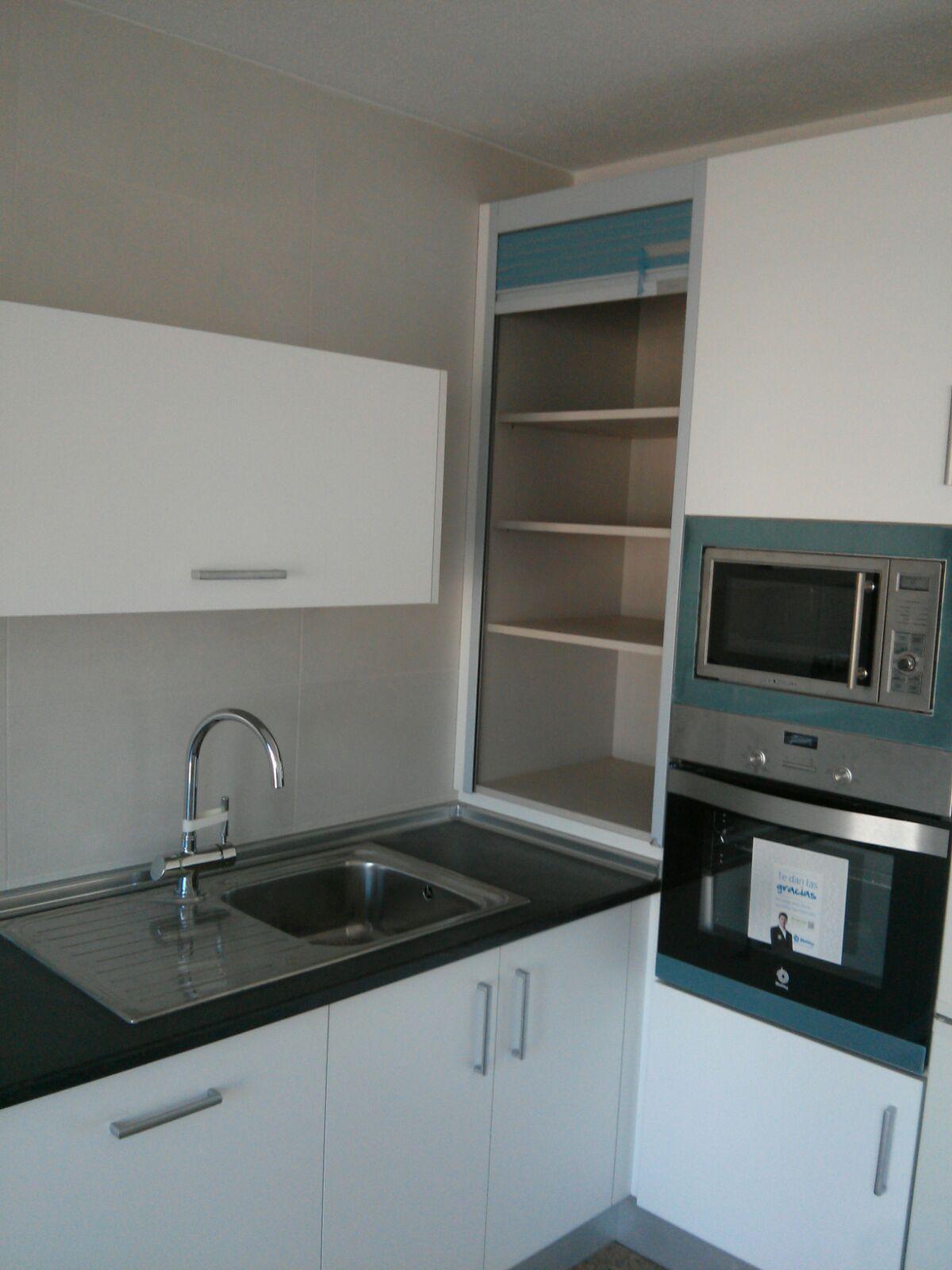 Carpinteria los molinos cocina modelo maxximatt blanco - Persianas para muebles de cocina ...