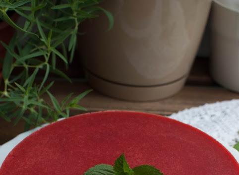 Sernik na zimno z chia i truskawkami (wegański)