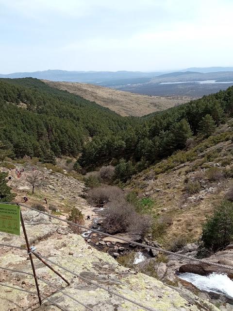 Vista desde el Mirador Alto en la Chorrera de San Mames (Buitrago al fondo a la izquierda y Embalse de Lozoya a la derecha)