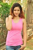 Aarthi glamorous photo gallery-thumbnail-1