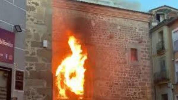 Arde la Iglesia de San Martín de Plasencia (Cáceres). El Alcalde de la ciudad no descarta que haya sido provocado