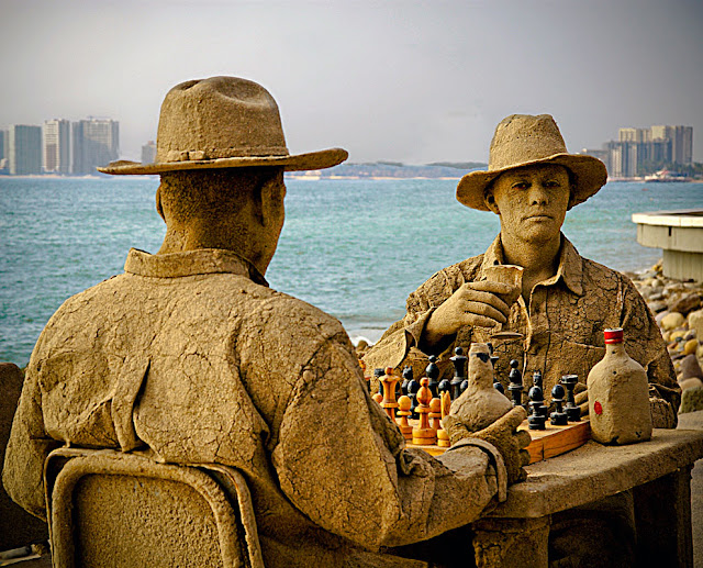 Chess players. Puerto Vallarta, Mexico. (Photo by Ute Hagen)