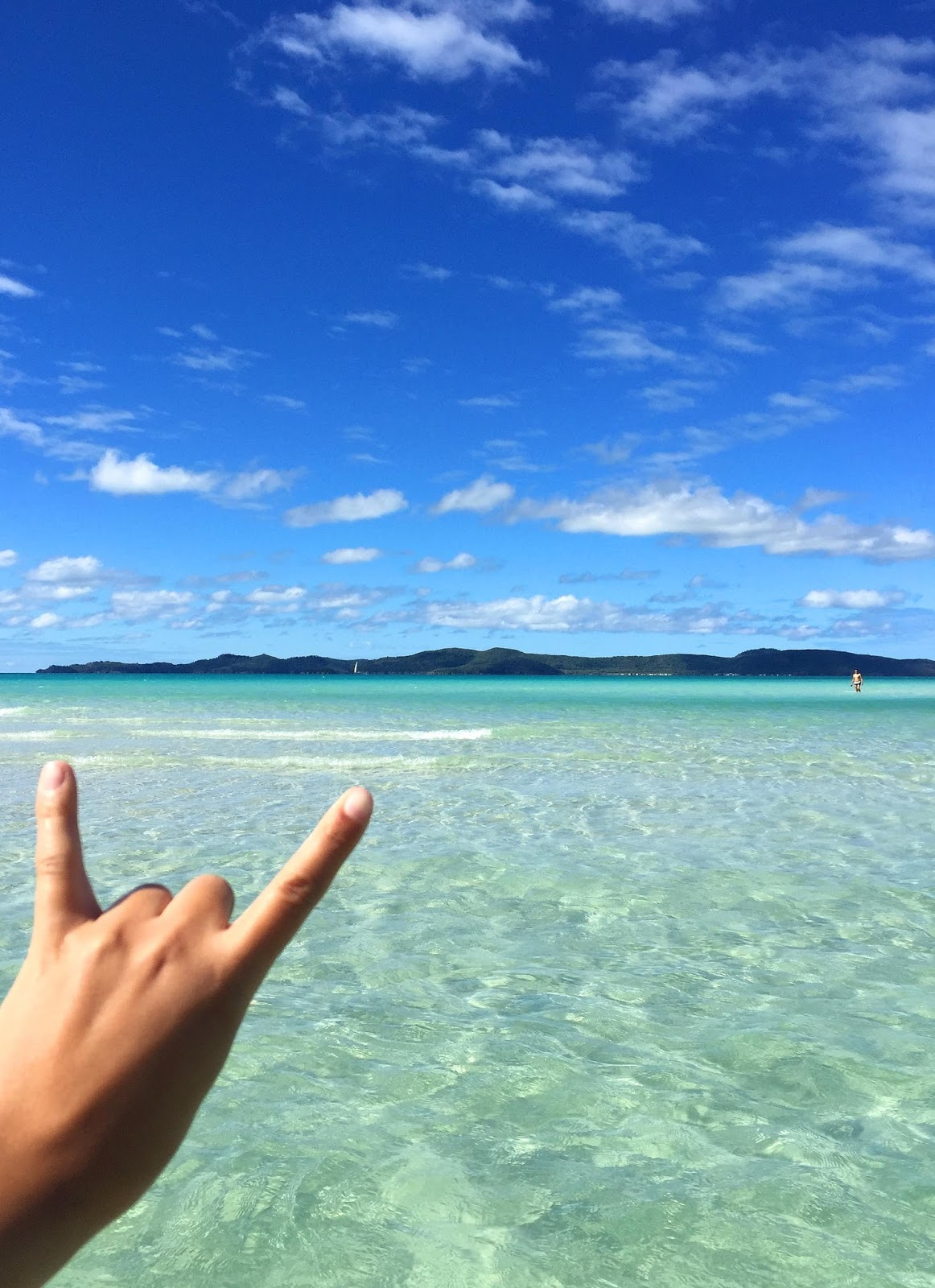 Sailing Whitsundays and visiting the best beach in Australia-Whitehaven Beach, should be on every ones bucket list. Read more and how to do it on a budget from this article!