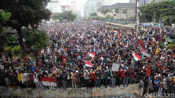 5 Admin Medsos Provokator Pelajar Rusuh Demo Omnibus Law di DKI Ditangkap
